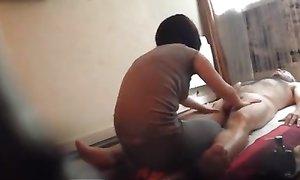 Мужчина посетил недавно открывшийся салон эротического массажа