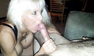 Оральная измена зрелой жены блондинки с огромными дойками
