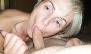Русская блондинка с короткой стрижкой сделала минет от первого лица с проглотом спермы