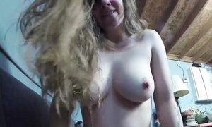 Кудрявая блондинка с большим выменем познала радость офисного секса